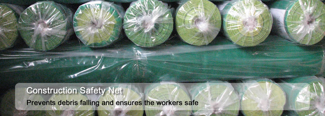 A lot of rolls construction net pack with plastic bags