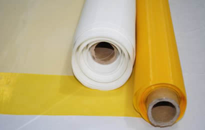 A roll white and yellow polyester net opens on floor